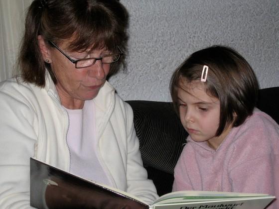 Oma liest vor - Foto Stefan Eising