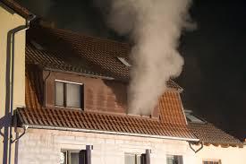 Rauch aus Fenster