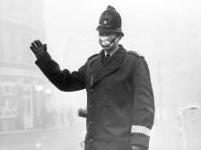 Police Constable with Protective Mask in Fog Polizist mit Atemmaske